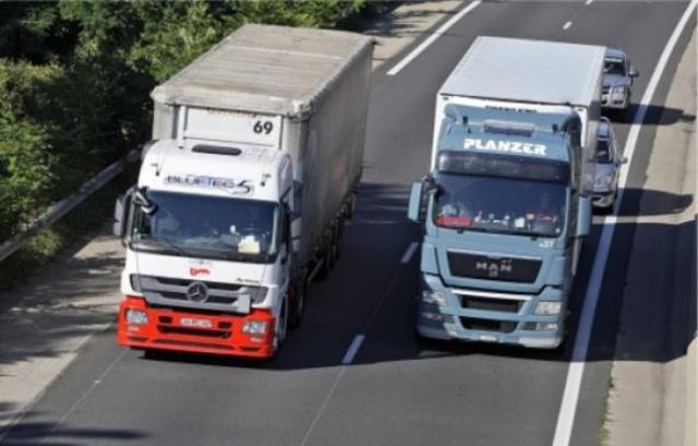 648x415_conducteurs-poids-lourds-plus-32-tonnes-doublent-anbsp47-encourent-deacutesormais-amende-90-agrave-135-euro